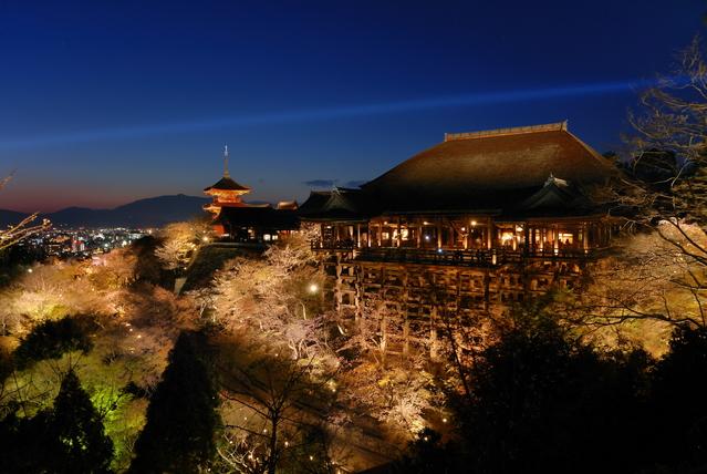 kiyomizu_temple_Nighttime